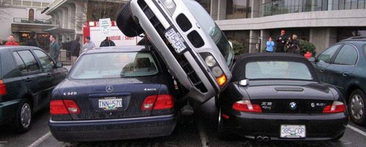 15 formas de estacionar que jamais seriam aprovadas pelo Detran