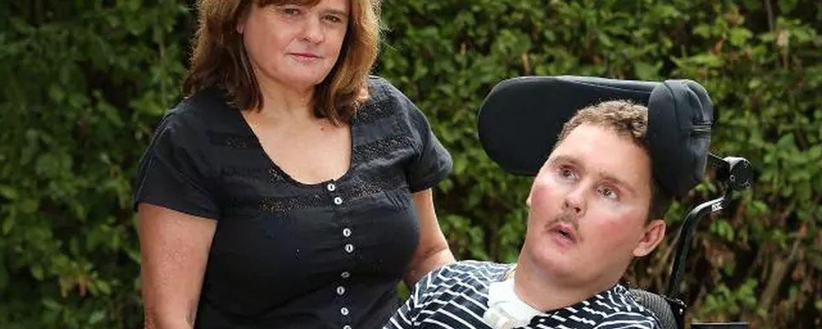Australiano é desafiado a comer lesma viva e fica tetraplégico