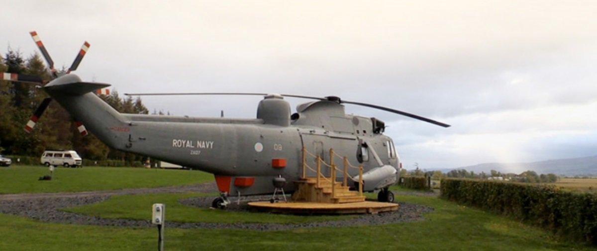 Esta família resolveu converter um antigo helicóptero militar em hotel
