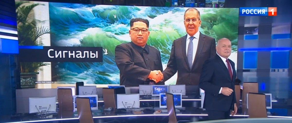 """Por que os russos """"photoshoparam"""" sorriso amarelo no rosto de Kim Jong-un?"""