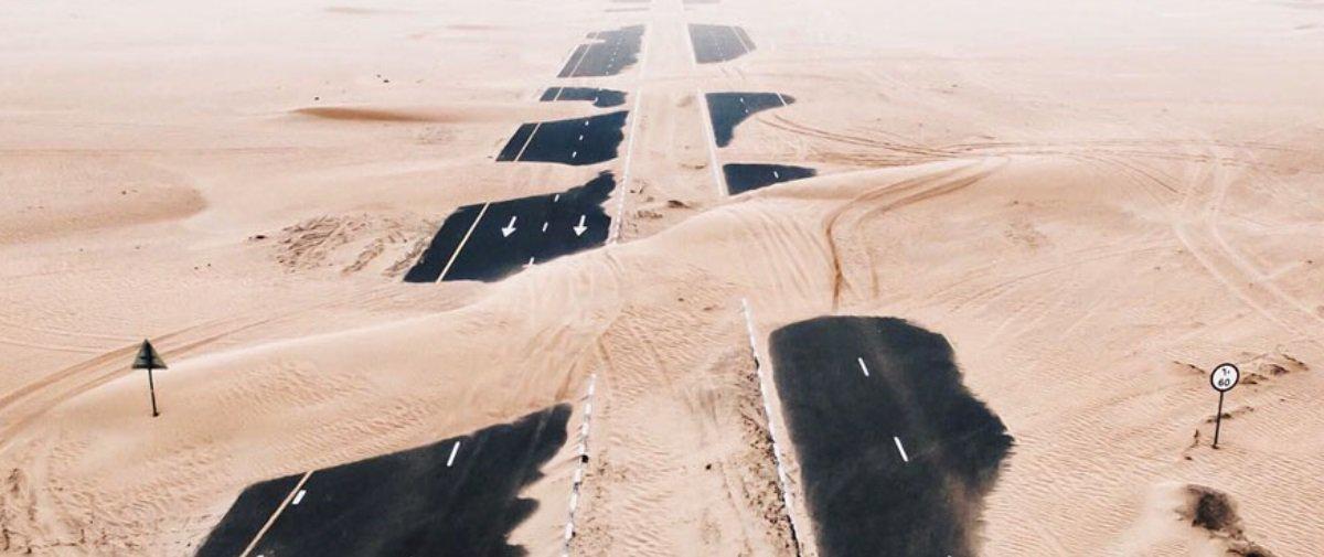 Imagens aéreas mostram o homem tentando domar o deserto — e perdendo feio!