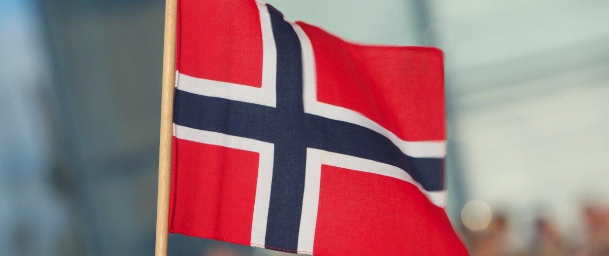 """Você já reparou em quantas bandeiras """"existem"""" na bandeira da Noruega?"""