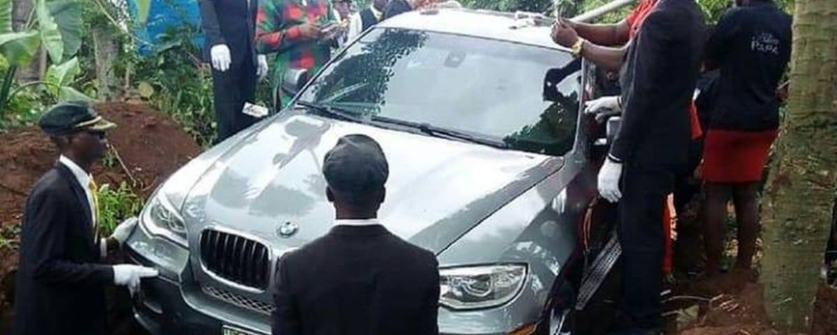 Nigeriano foi enterrado em BMW de R$ 400 mil?