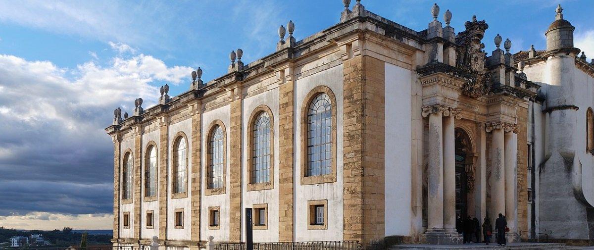 Biblioteca portuguesa emprega time inusitado para proteger suas obras raras