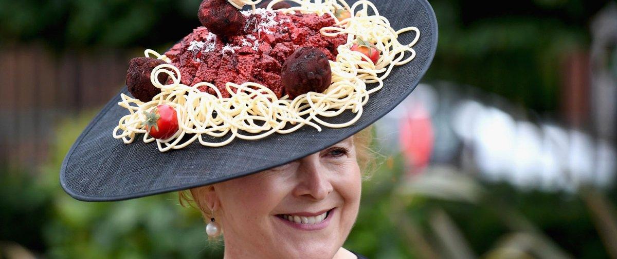 21 chapéus loucos e extravagantes que desfilaram pelas corridas de Ascot
