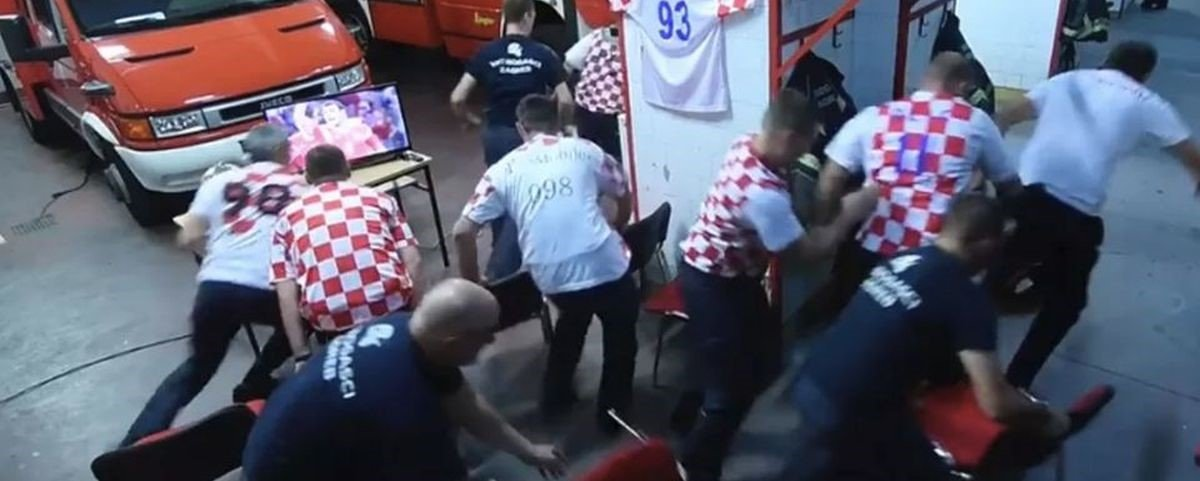 Copa 2018: bombeiros croatas são interrompidos no meio dos pênaltis