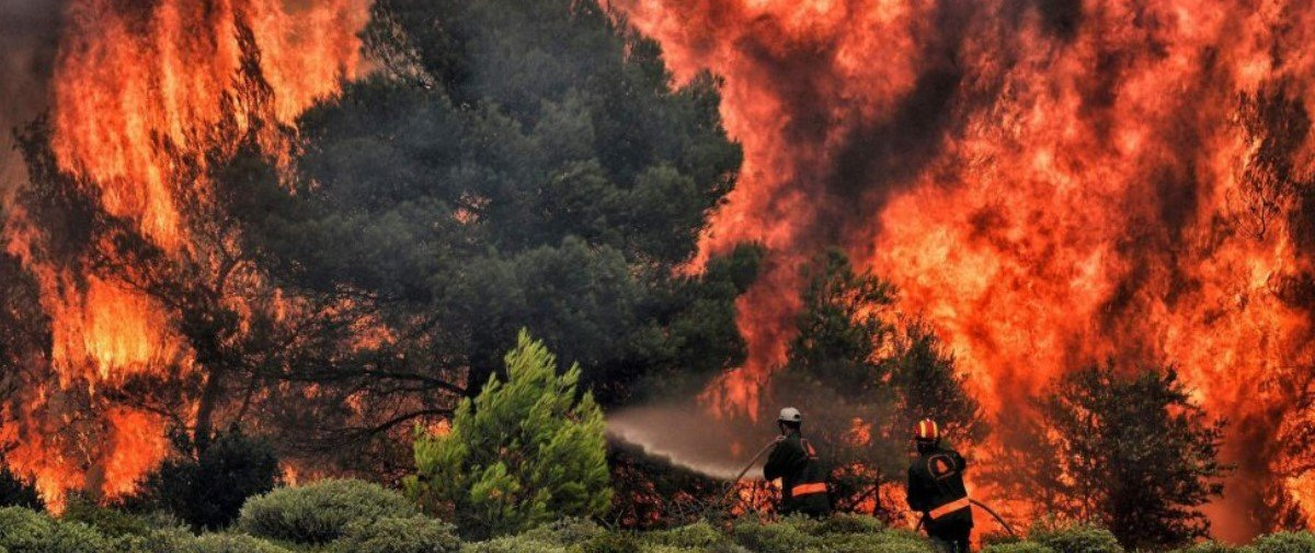 Fogo e destruição: confira retratos dramáticos dos incêndios na Grécia