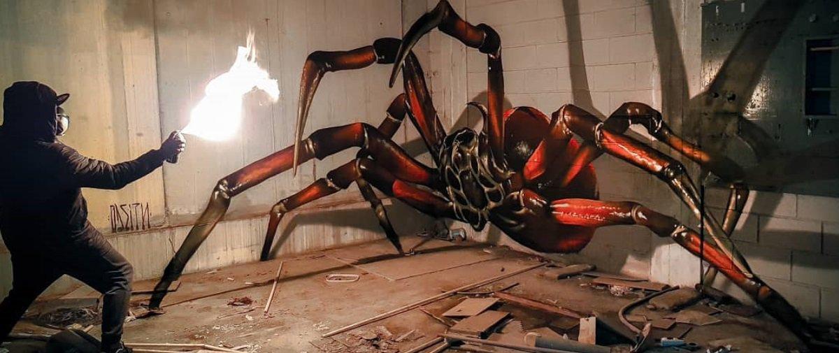 Este artista cria bichos insanos que parecem saltar das paredes