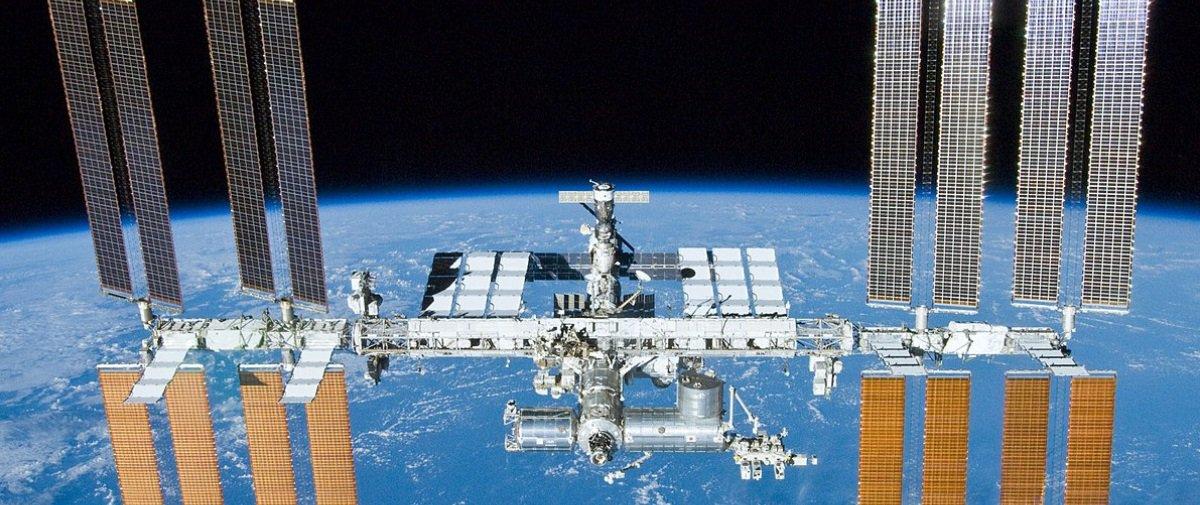 Incidente em órbita: fragmento atinge Estação Espacial Internacional