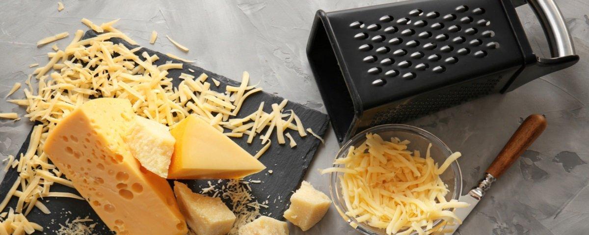 Pare tudo e veja isto: você usa o ralador de queijo do jeito errado!