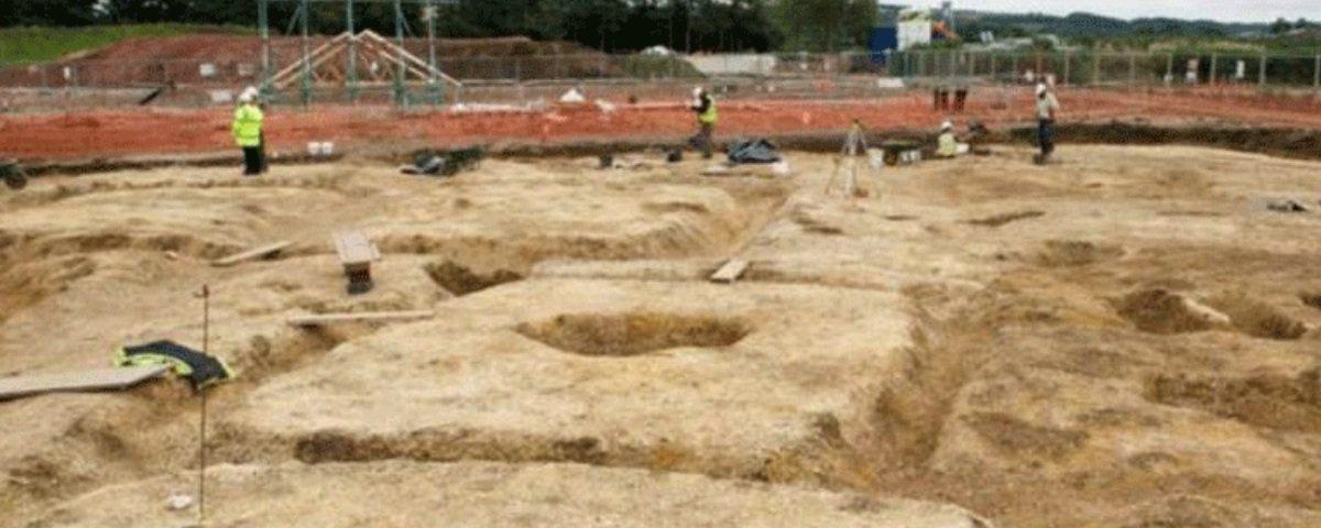 Acharam uma carruagem da Idade do Ferro sepultada com cavalos e condutor