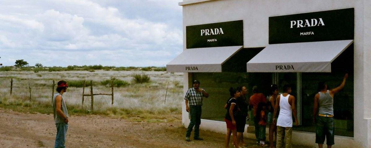 """262ef0d8c Conheça a """"lojinha"""" da Prada que fica no meio de um deserto - Mega ..."""