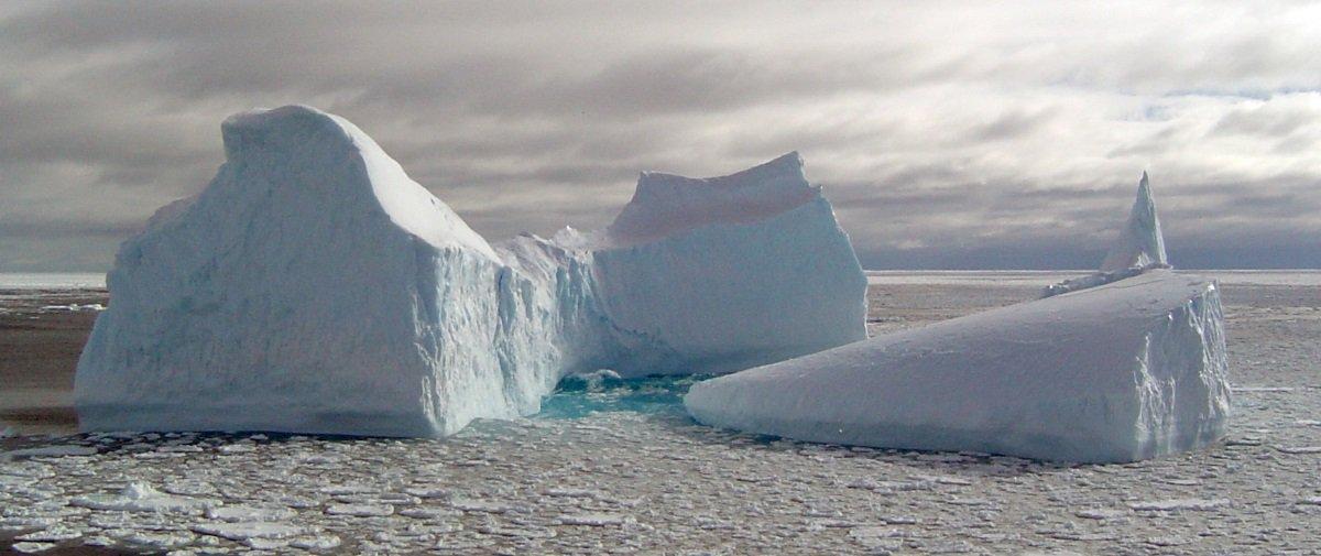 Assustador: veja 40 anos de icebergs se rompendo da Antártida em 1 minuto