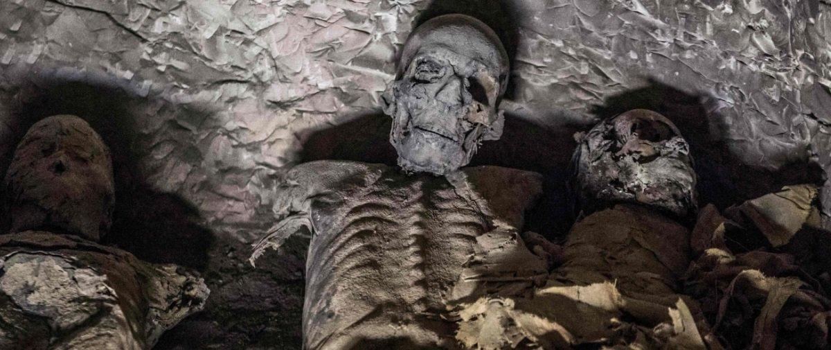 """Descobriram uma múmia de 3 mil anos """"inteirinha"""" no Egito"""