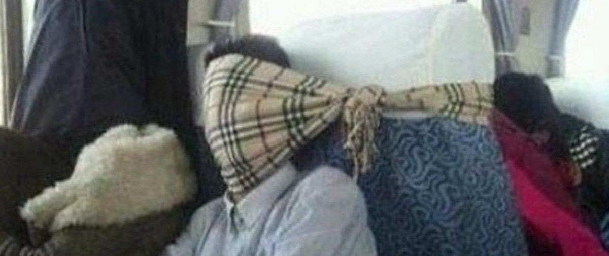 Tem Na Web - Aprenda com os Reis da Preguiça como dormir em trens e metrôs em 15 imagens