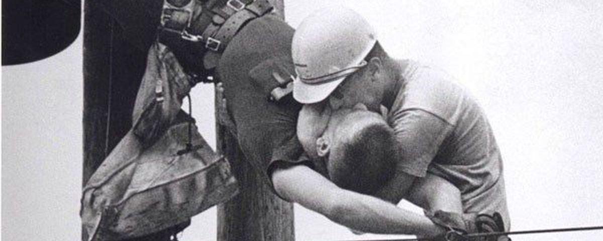 O Beijo da Vida: a incrível história da foto que ganhou o Pulitzer em 1968