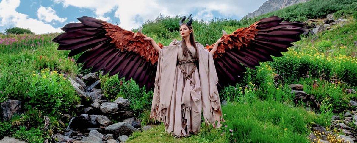 Cosplayer cria asas que se movem em sua fantasia de Malévola