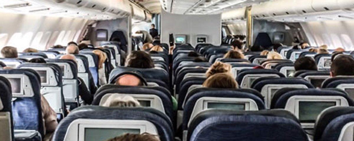 Comida de avião: o que muda entre a comida da 1ª classe e a da econômica?
