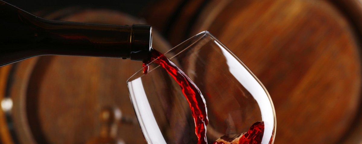 Composto achado no vinho tinto pode ajudar a combater ansiedade e depressão