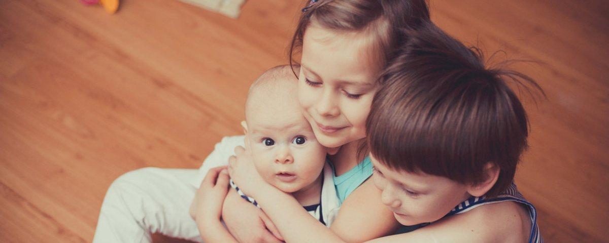 Verdade ou mito: a ordem do nascimento afeta o comportamento dos filhos?