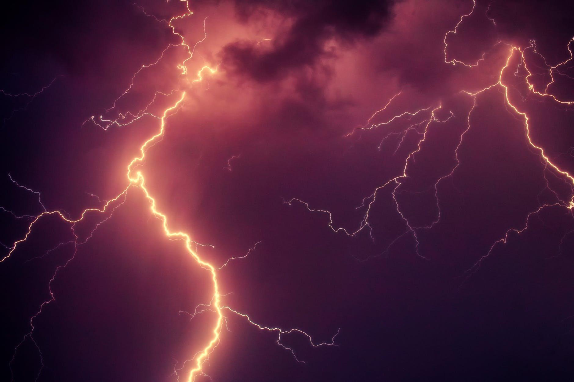 Privada é destruída em consequência de um raio na Flórida