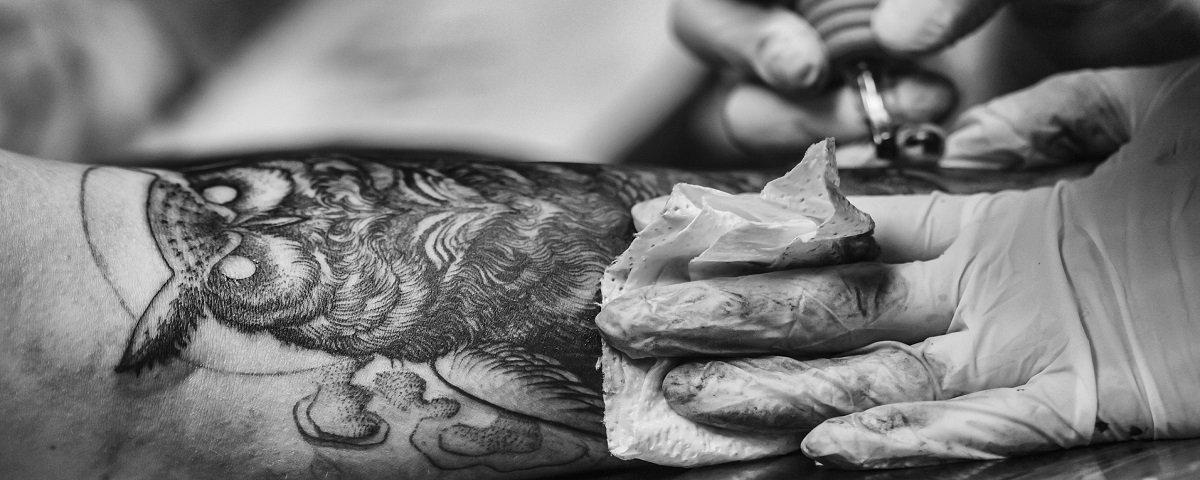 Falso câncer? 7 fatos que você não sabia sobre tatuagem