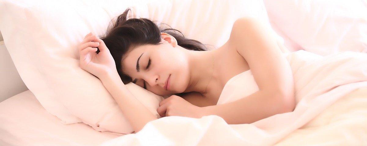 Saiba qual é a melhor posição para dormir segundo especialistas