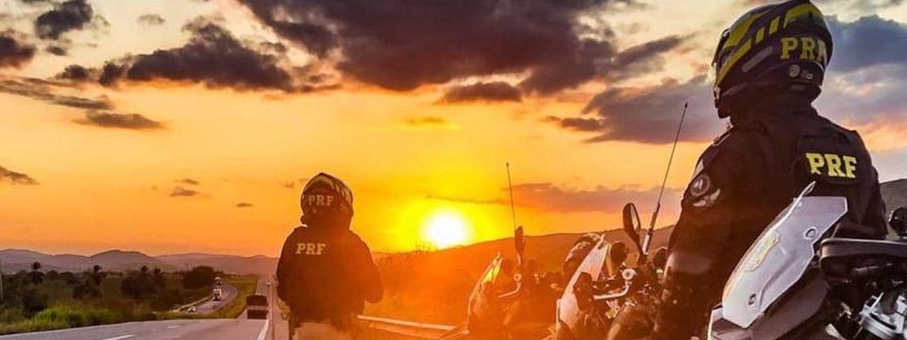 Polícia Rodoviária para Homem-Aranha em blitz no Paraná