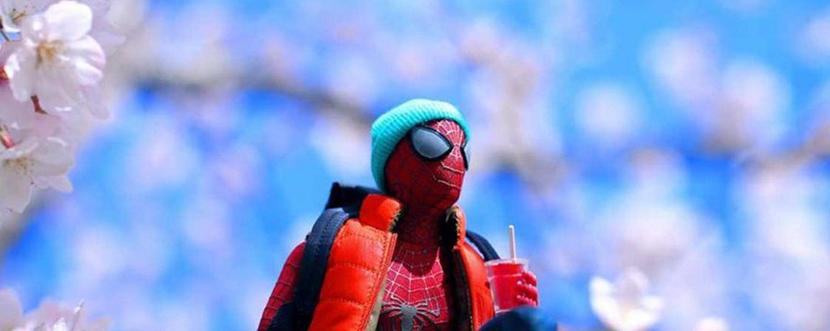 Fotógrafo japonês traz heróis de brinquedo à vida
