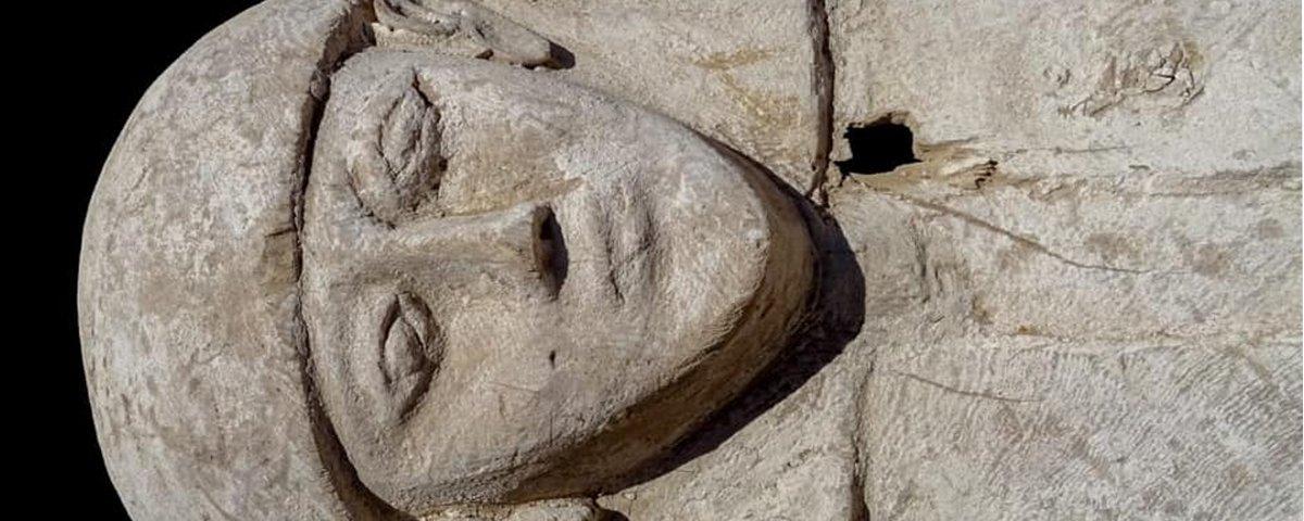 Múmia de adolescente com mais de 3 mil anos é encontrada no Egito