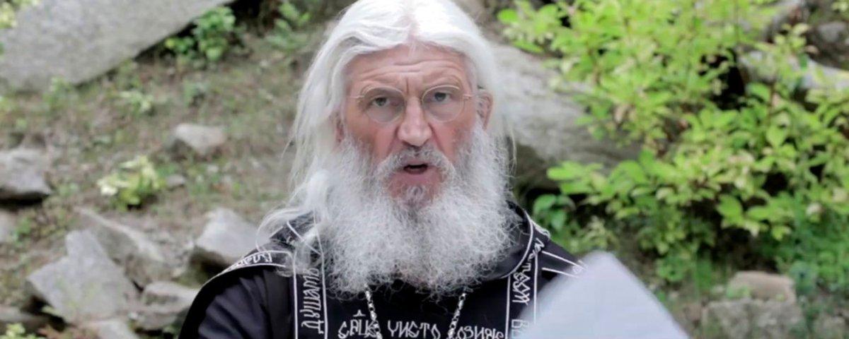 Milícia ajuda padre russo que nega covid-19 a dominar mosteiro