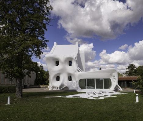 Artistas criam edifício de isopor na França [galeria]