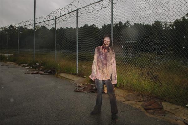 Como a maquiagem transforma uma atriz em um zumbi de The Walking Dead