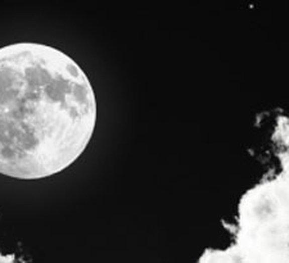 NASA identifica lua de Saturno com condições favoráveis à vida