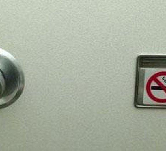 Se não é permitido fumar em aviões, por que ainda há cinzeiros a bordo?