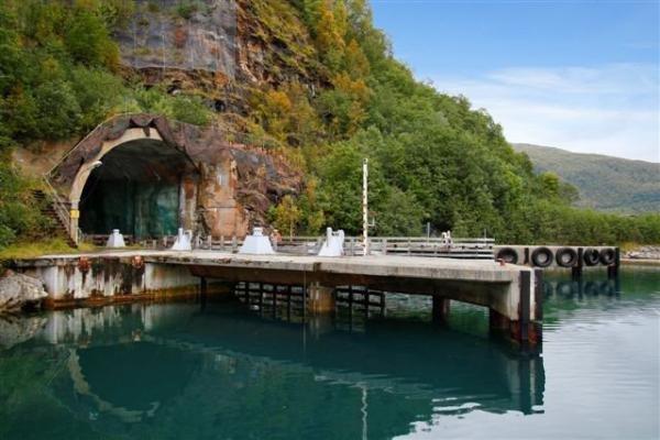 Precisando de um lugar para esconder os seus submarinos nucleares?