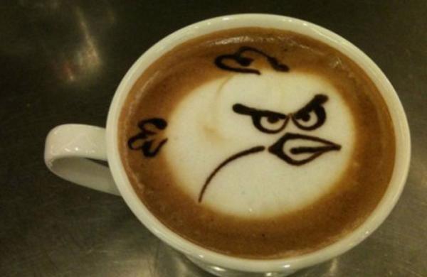 Que tal tomar um café com desenhos do Angry Birds?
