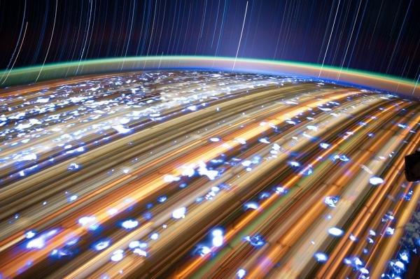 Fotos capturam o rastro de estrelas a 400 quilômetros de altura [galeria]