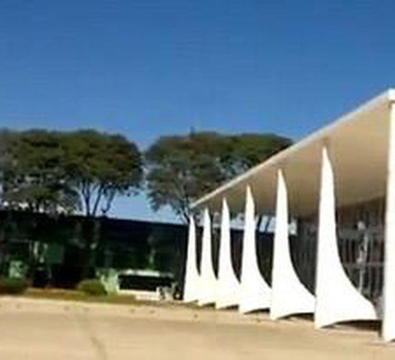Voo de caças supersônicos brasileiros destrói vidros do STF [vídeo]