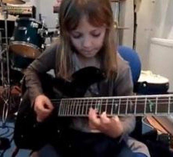 Guitarrista de nove anos impressiona com o seu talento