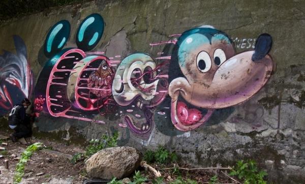 Artista 'disseca' personagens em desenhos de grafite