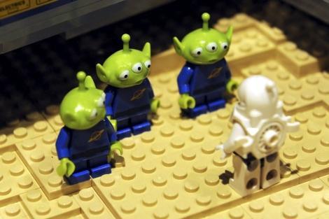 Que tal visitar uma exposição sobre a história da humanidade feita de LEGO?