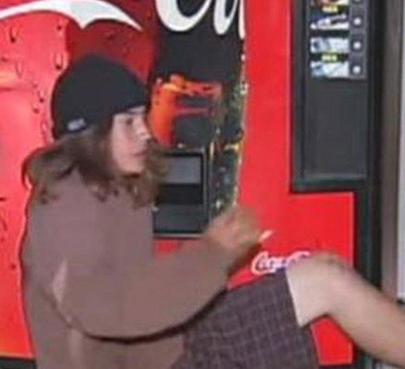 Máquina da Coca-Cola pega ladrão!