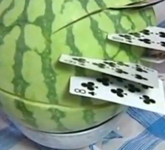 Confira um Fruit Ninja da vida real com cartas de baralho [vídeo]