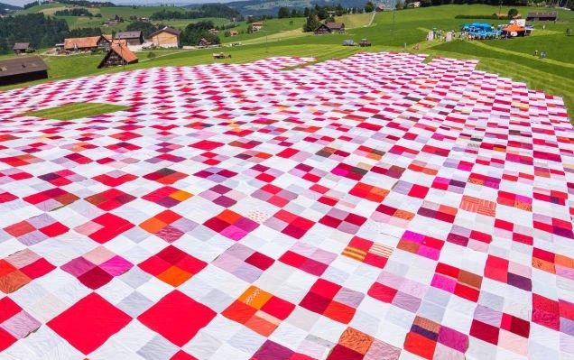 Conheça a história da maior toalha de piquenique do mundo
