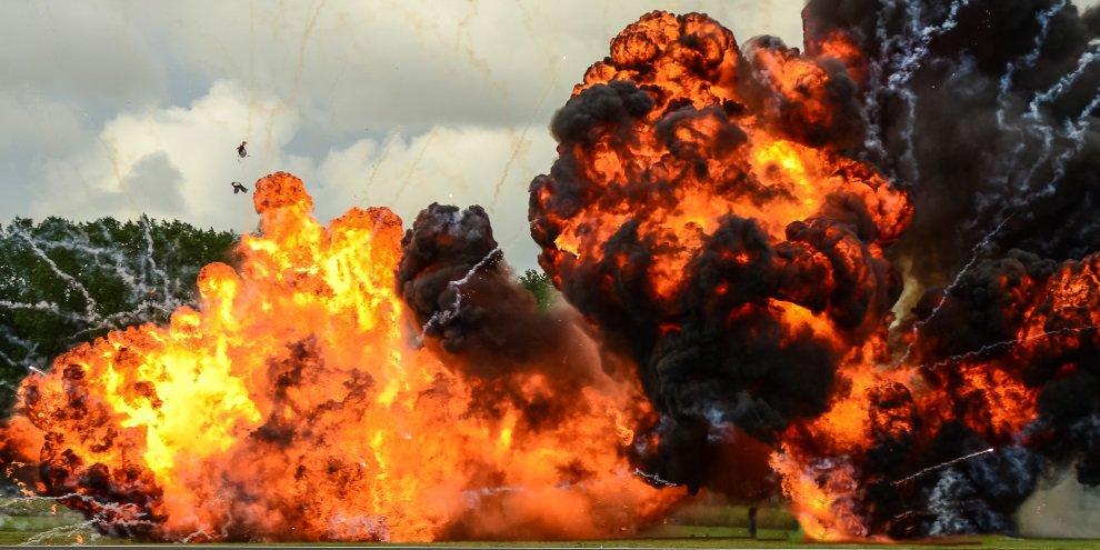 Veja as imagens de um míssil explodindo um tanque de guerra russo [vídeo]  - Mega Curioso