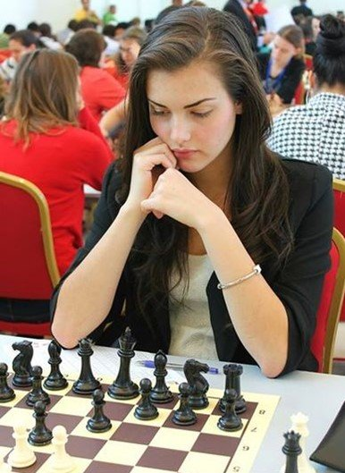 Veja quais são duas das jogadoras de xadrez mais gatas do mundo