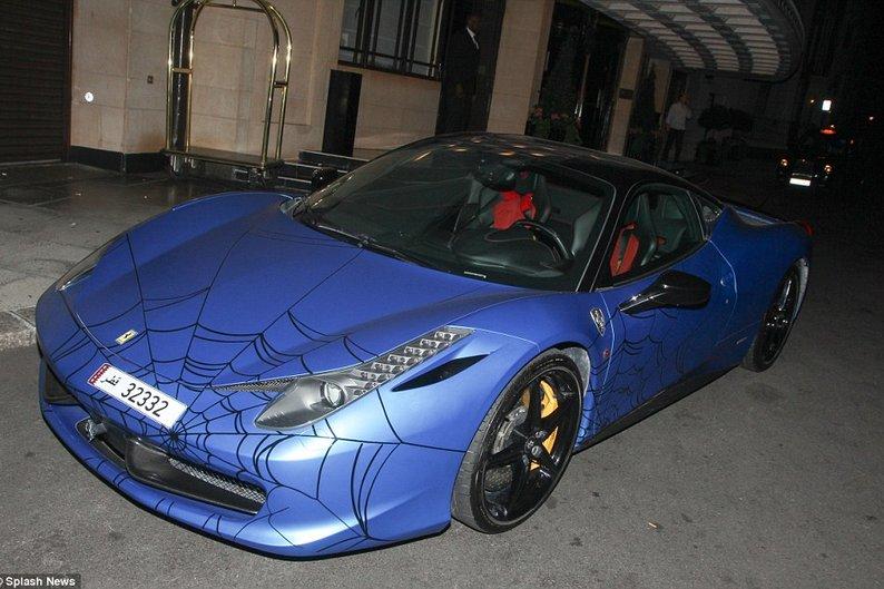 Ferrari 458 Italia customizada de estilo Homem-Aranha e vale cerca de 570 mil reais