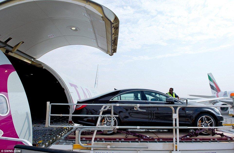 Veja como os ricaços levam seus preciosos carros para viajar de avião