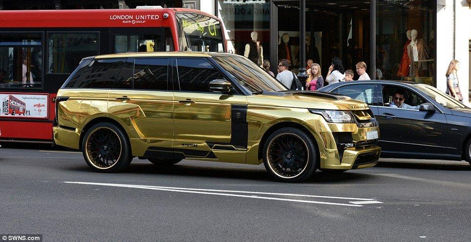 Range Rover dourada